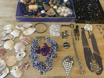 Mixed lot of assorted beads for jewelry making/arts & crafts for Sale in Los Angeles,  CA