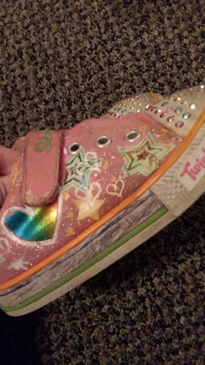 Twinkle toes light up shoes girls size 9 for Sale in Lakewood, WA