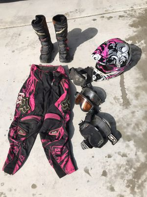 GIRLS Riding gear off road like new for Sale in Corona, CA