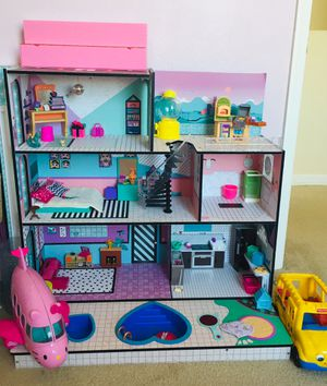 Lol doll surprise dollhouse with lots of extras for Sale in Fort Pierce, FL