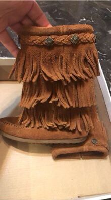 Girls size 9 Minnetonka fringed boots for Sale in Rosemont, IL