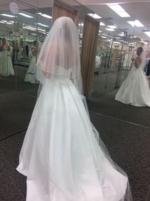 Wedding dress and veil for Sale in Live Oak, TX