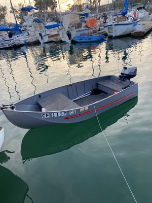 Perfect 11 foot Aluminum fishing boat CLEAN TITLE for Sale in Los Angeles, CA