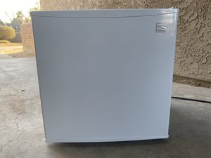 Kenmore portable fridge for Sale in Lancaster, CA