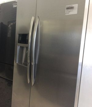Frigidaire gallery 2017 side by side Stainless Steel Refrigerator for Sale in San Diego, CA