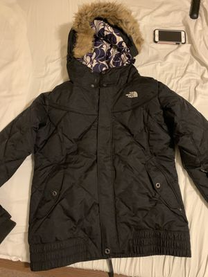 The northface women winter coat parka size L for Sale in Sachse, TX