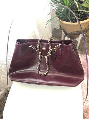 Shiny plum leather coach purse with gold chain. for Sale in Mountain House, CA