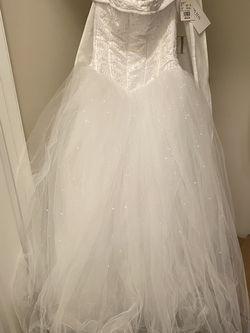 Never worn David's Bridal wedding dress for Sale in Stockbridge,  GA