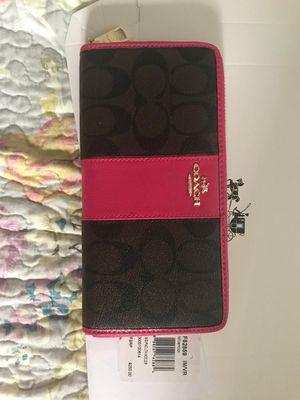 New with tag coach wallet for Sale in El Cerrito, CA