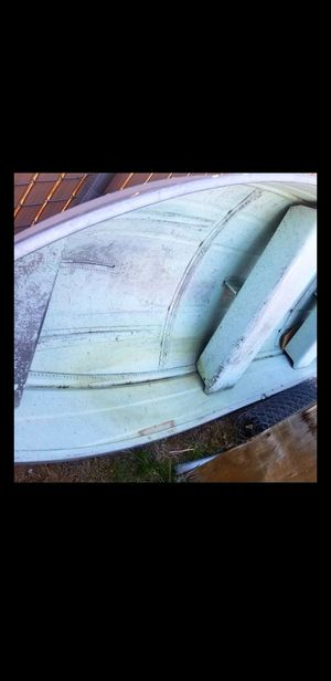 12 ft fishing boat aluminum light weight title in hand no leaks TRADES WELCOME for Sale in Hesperia, CA