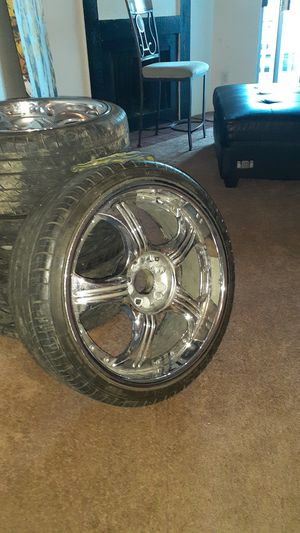 """20"""" in. Universal rim's. There in good shape with tires. Fits a chevy or crystal car for Sale in Denver, CO"""