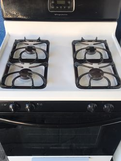 Black And White Frigidaire Gas Stove for Sale in Los Angeles,  CA