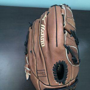 Mizuno Baseball Glove for Sale in Freehold, NJ