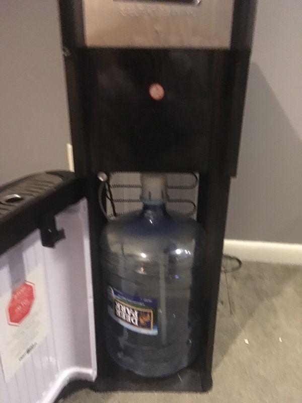 Hamilton Beach water cooler with jug