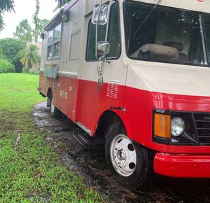Chevy P30 Food truck for Sale in Naples, FL