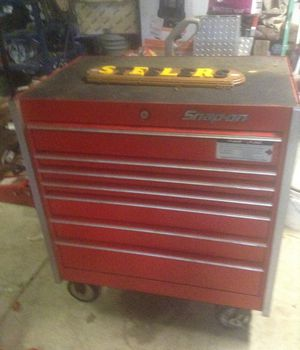 Like brand new snap on tool Box high40 inch w2feet l3feet for Sale in Pittsburgh, PA