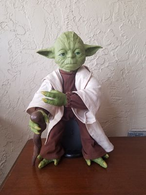 "Star Wars Legendary 16"" Jedi Master Yoda Interactive Talking Action Figure in EXCELLENT condition!!! for Sale in Tampa, FL"