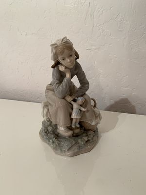 Lladro porcelaine girl with baby for Sale in Miami, FL