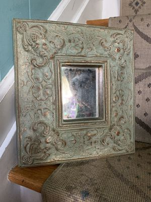 Pretty little accent mirror for Sale in Babylon, NY