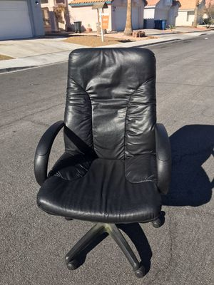 Black leather adjustable office chair for Sale in Las Vegas, NV