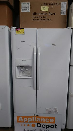 Now Frigidaire side by side Refrigerator in white for Sale in Chula Vista, CA