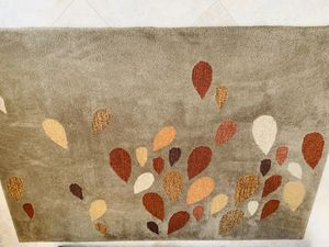 Hand tufted wool 5 x 7 rug for Sale in Thousand Palms, CA