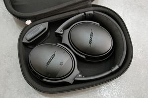 Bose Quietcomfort 35 ii Headphones with case for Sale in Montrose, CO