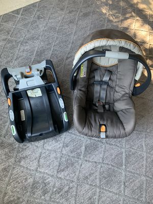 Chicco KeyFit 30 infant car seat with base for Sale in Portland, OR