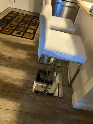 White leather bar / counter stools for Sale in Fort Lauderdale, FL