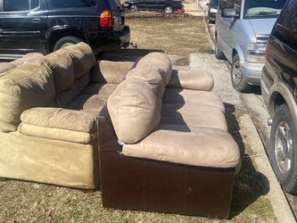Free Couches for Sale in Hazelwood,  MO