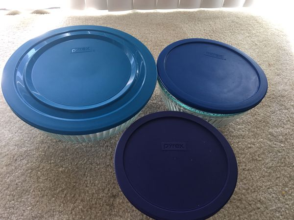 Glass Pyrex round bowls with lids