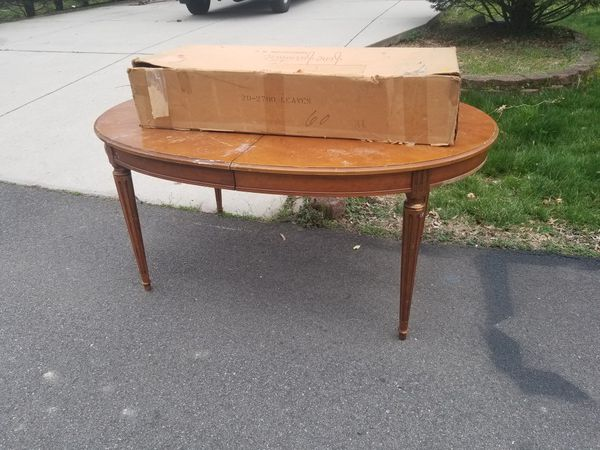 CURB ALERT.... FREE TABLE AND EXTENSIONS