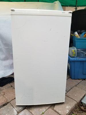 Sanyo mini fridge for Sale in Ocoee, FL