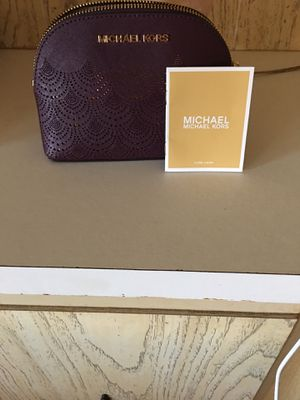 Michael kors cosmetics bag. Like new. FCFS. No holds for Sale in Palmetto, FL