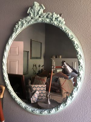 Round wall mirror PENDING PICK UP for Sale in Spring Valley, CA