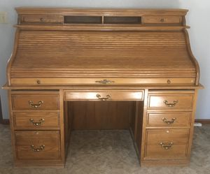 VINTAGE OAK ROLL TOP DESK for Sale in Lake Elsinore, CA