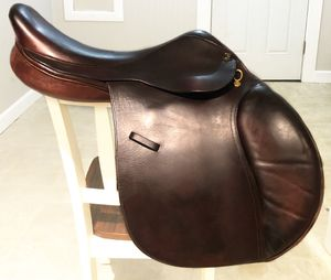 Camelot short flap jumping saddle for Sale in Edgewood, WA