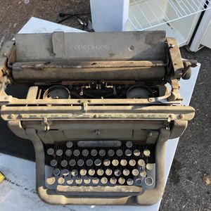Vintage Typewriter for Sale in Pomona, CA