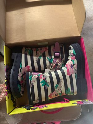 Girls sz 4 Rain Boots new for Sale in Winston-Salem, NC