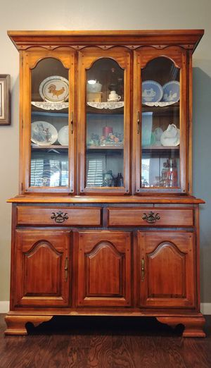 Antique China cabinet for Sale in Humble, TX