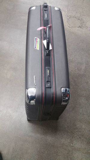 Diplomat Hard Rugged Travel Luggage Tuff HARD SIDE Wheeled suitcase for Sale in Brier, WA
