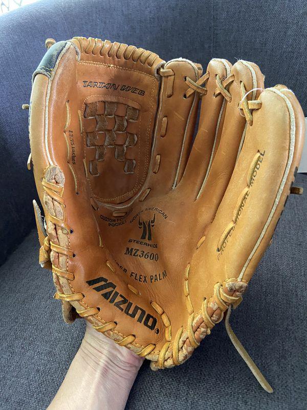 "Mizuno MZ3600 12.75"" Pro Model Softball glove"