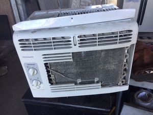Frigidaire A/C mini window unit 5000BTU for Sale in Orlando, FL