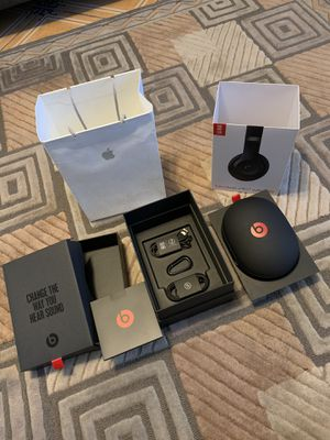 Beats studios 3 wireless case and box (no headphones) for Sale in Orlando, FL