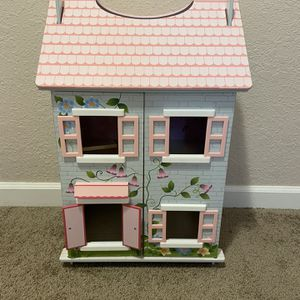 Beautiful Doll House for Sale in Happy Valley, OR
