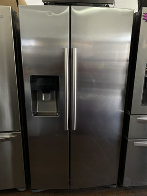 Samsung side by side refrigerator with water & ice energy star for Sale in San Juan Capistrano, CA