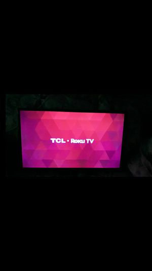 32 TCL Roku TV (wall mount included) for Sale in Oakland Park, FL