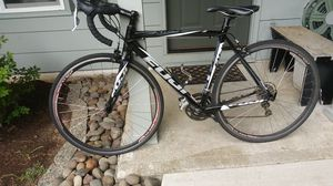 FUJI 53cm ROUBAIX 2.0IE WITH FC 440 CARBON FOLKS for Sale in Oregon City, OR