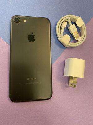 Iphone 7 desbloqueado 32 gb for Sale in Austin, TX