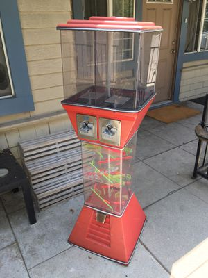 Gumball Prize Machine gum ball / toy for Sale in Los Angeles, CA
